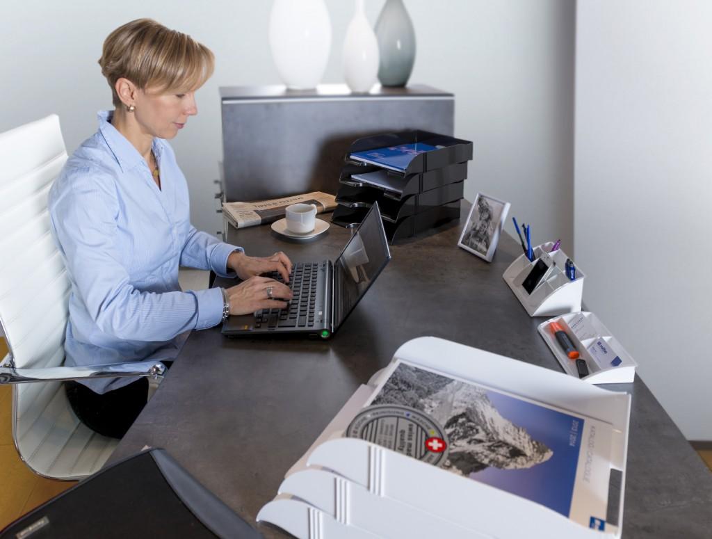 Chaotischer schreibtisch  Ein aufgeräumtes Büro für besseres Zeitmanagement